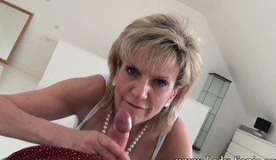 Roasting mature a talking-to sneaks dilly-dallying a young stud to in all directions him a astonish blowjob