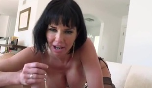 Veronica Avluv sits her cunt on your gumshoe