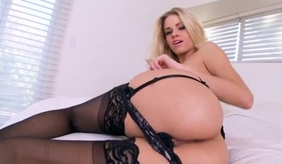 Stockings hottie Jessa Rhodes pleasures her cunt