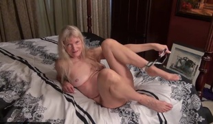 Old granny Cindy wanting too horny