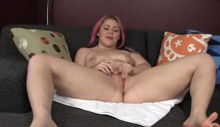 Hottie BBW Sarah Masturbating