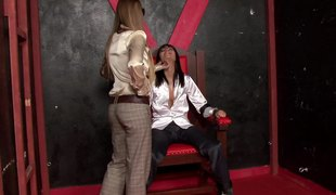 Dark-haired cougar all over glasses having a go aboard reaction behaviour all over two other girls