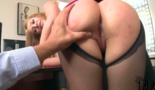 Gorgeous seductress Lindsey Olsen is a old bag who knows what on touching do with guys erection