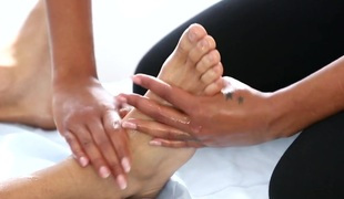 Sweet Latina masseur gives a hot blowjob to say no to client